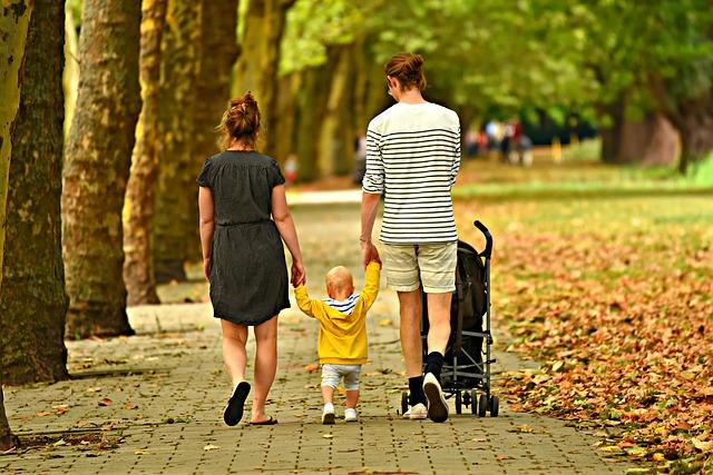 procházka s dětmi.jpg