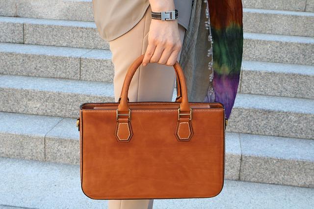 Hnedá kožená kabelka.jpg