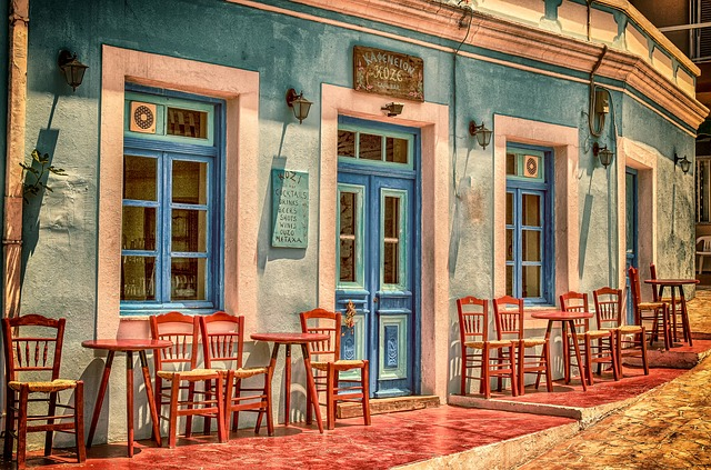 Reštaurácia, terasa, farebná fasáda.jpg